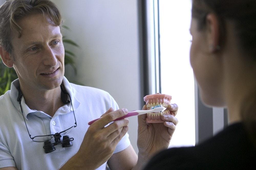 Parodontitis und Parodontose Behandlung in Neu-Isenburg. Zahnarzt Mohr